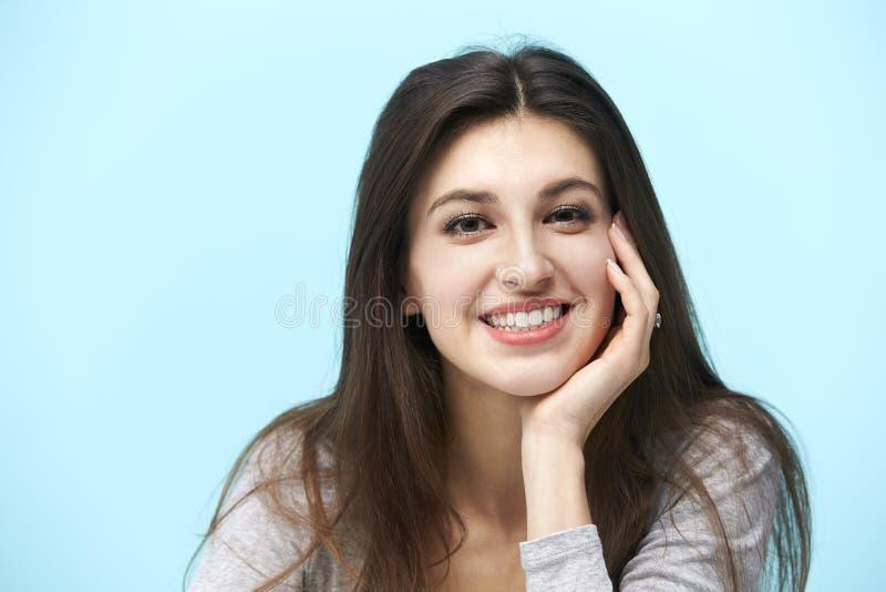 一名年轻白种人妇女的画象 免版税库存照片