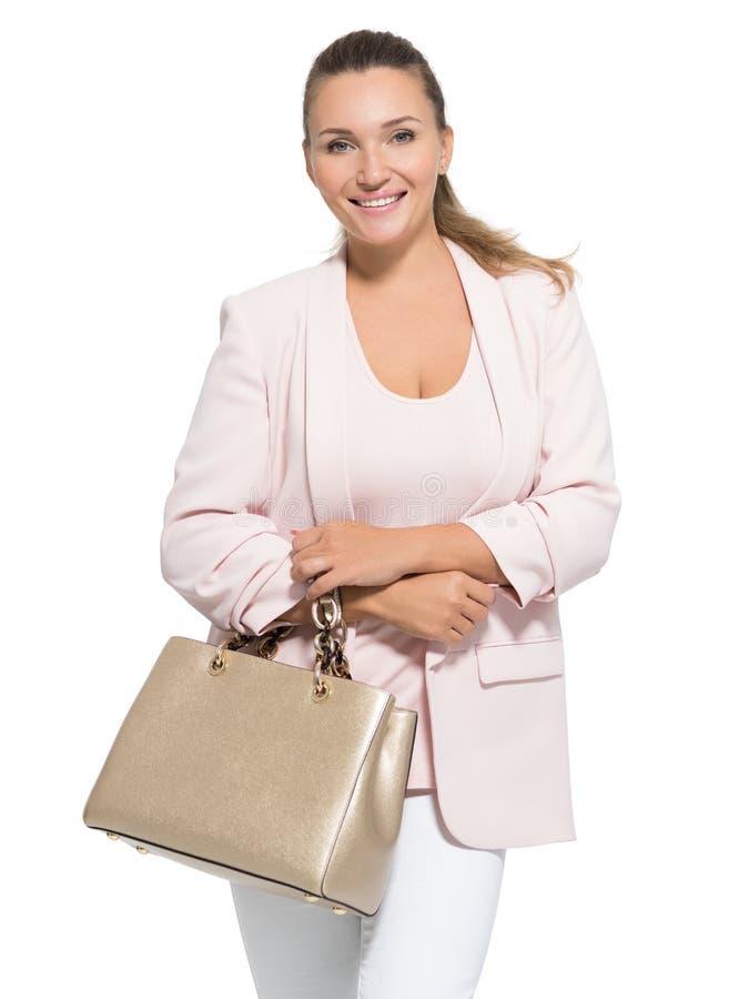 一名成人微笑的妇女的画象有提包的 免版税库存照片