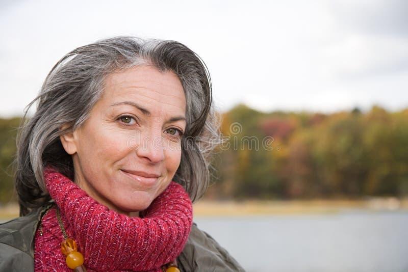 Download 一名成熟妇女的首肩 库存图片. 图片 包括有 节假日, 长期, 享受, 查找, 前面, 雍容, 成人, 金黄 - 62534237