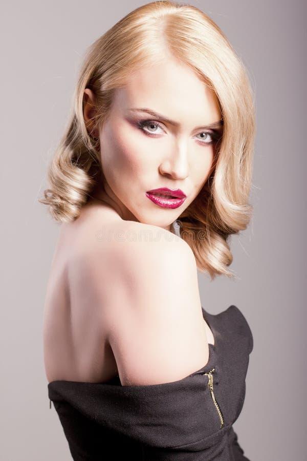 一名白肤金发的妇女的敏感纵向 免版税图库摄影