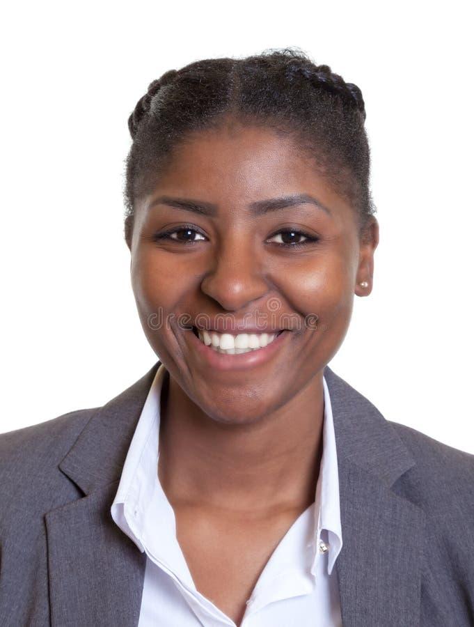 一名笑的非洲女实业家的护照图片 免版税库存图片
