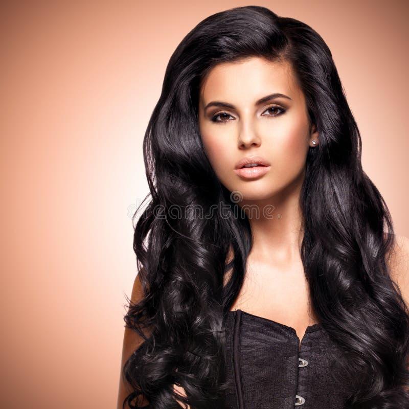 一名美丽的印地安妇女的画象有长的头发的 免版税图库摄影