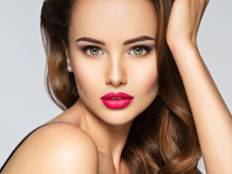 一名美丽的妇女的特写镜头画象有红色嘴唇的 免版税库存图片