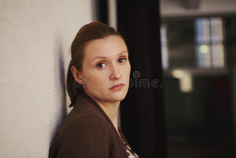 一名美丽的妇女的纵向 图库摄影