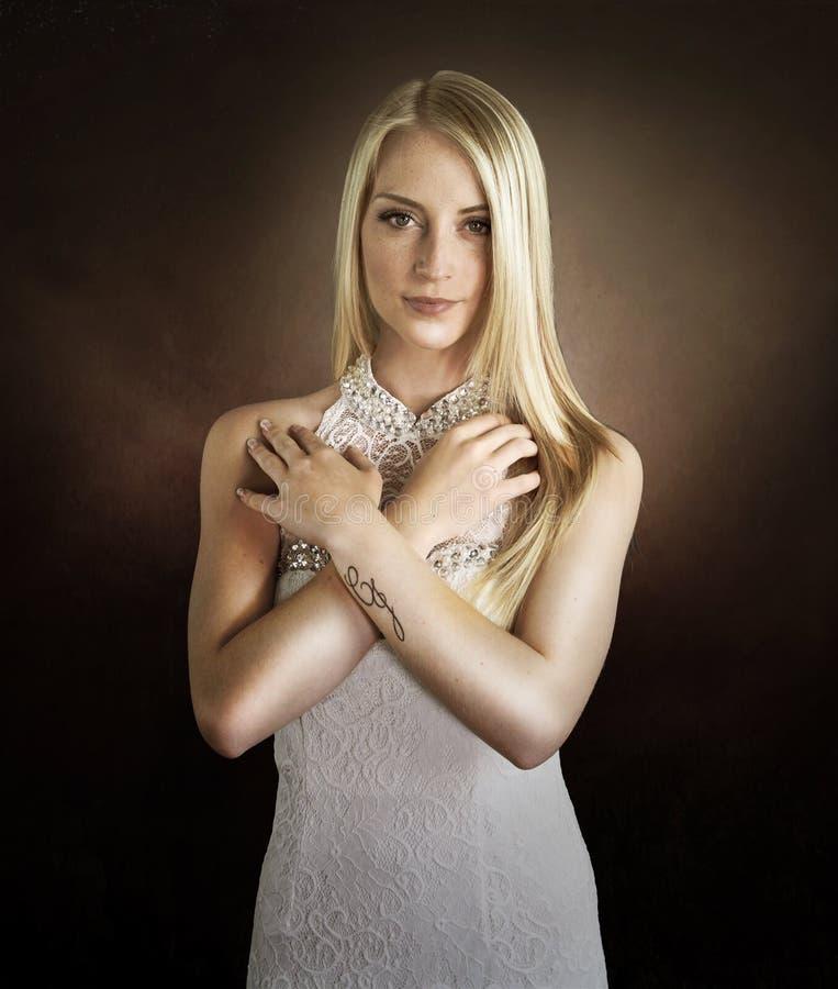一名美丽的妇女的葡萄酒纵向 免版税库存图片