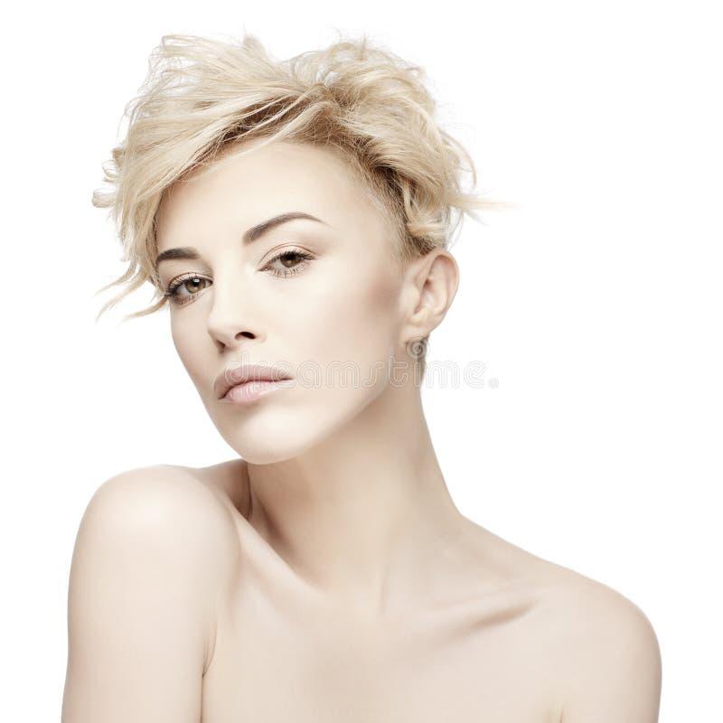一名美丽的妇女的画象有干净的皮肤的 库存照片
