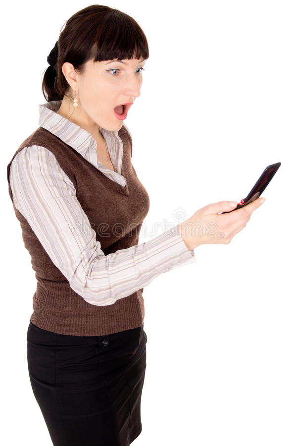 一名美丽的新深色头发的妇女为移动电话哭泣 免版税库存照片