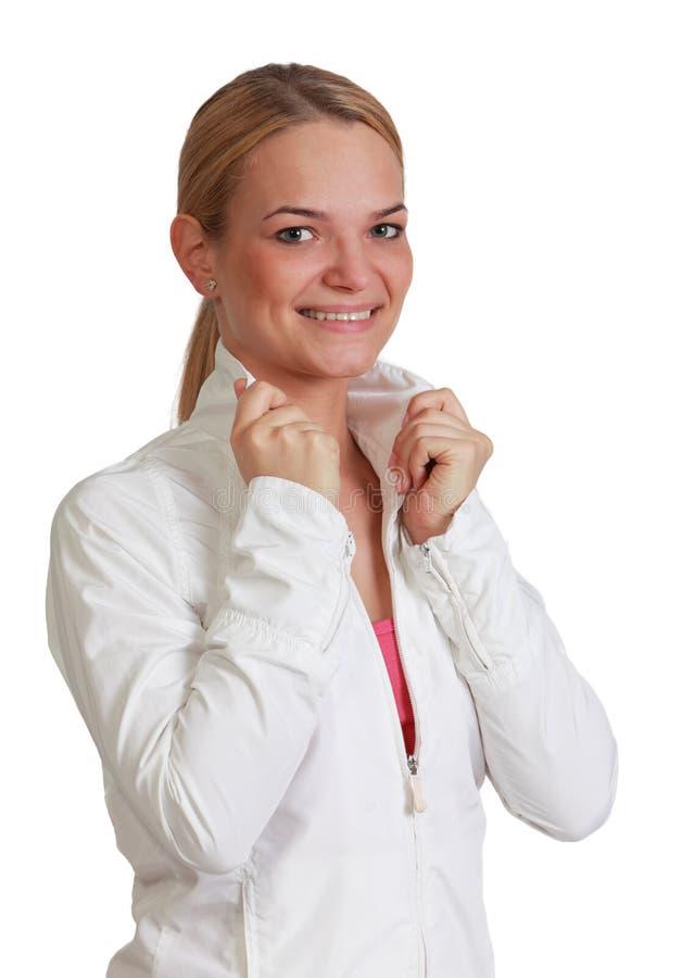 一名微笑的白肤金发的妇女的画象 库存图片
