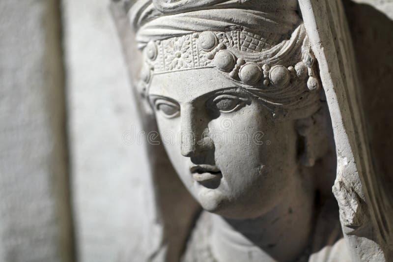 一名死的妇女的雕塑 库存图片