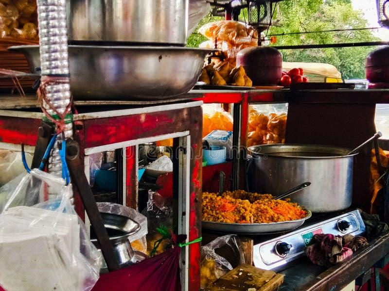 一地方街道食物vendor& x27;路旁的s商店在bengaluru城市 库存照片