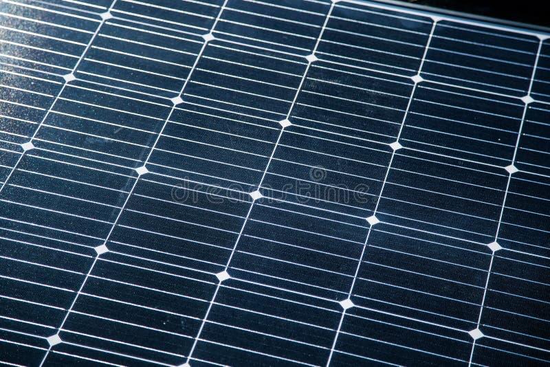 一块新的太阳电池板的特写镜头 Renewabvle能量,生态解答 电力生产 库存图片