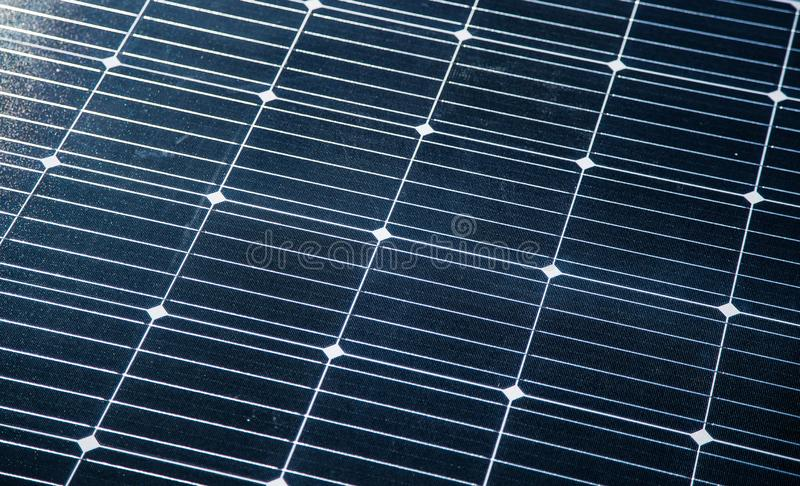 一块新的太阳电池板的特写镜头 Renewabvle能量,生态解答 电力生产 免版税库存图片