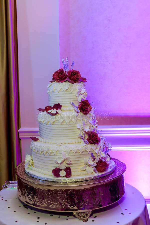 一块美丽的婚宴喜饼的图象在结婚宴会的 库存照片
