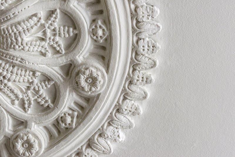 一块维多利亚女王时代的天花板的播种的照片上升了 图库摄影