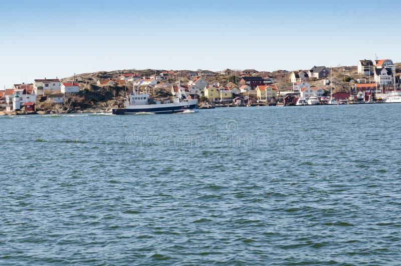 一大渔船出去 免版税图库摄影
