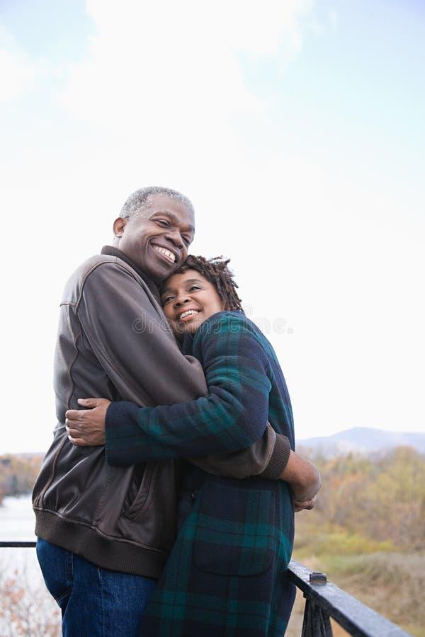 Download 一夫妇拥抱 库存照片. 图片 包括有 幸福, 休闲, 摄影, 目录, 欢呼, 成熟, 异性爱, 女性, 享用 - 62534190
