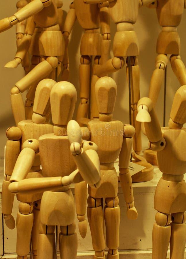 一套不同位置的艺术家木制人体模型 向量例证