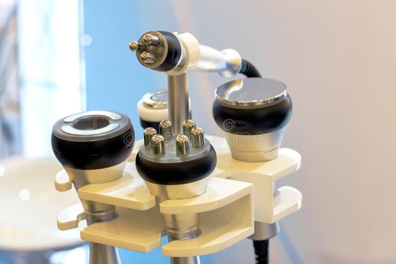 一套为整容术用具的医疗仪器皮下脂肪切除术和按摩的,身体的更正的 ?? 库存照片