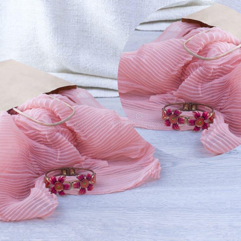 一套妇女` s时装配件购物的首饰围巾 图库摄影