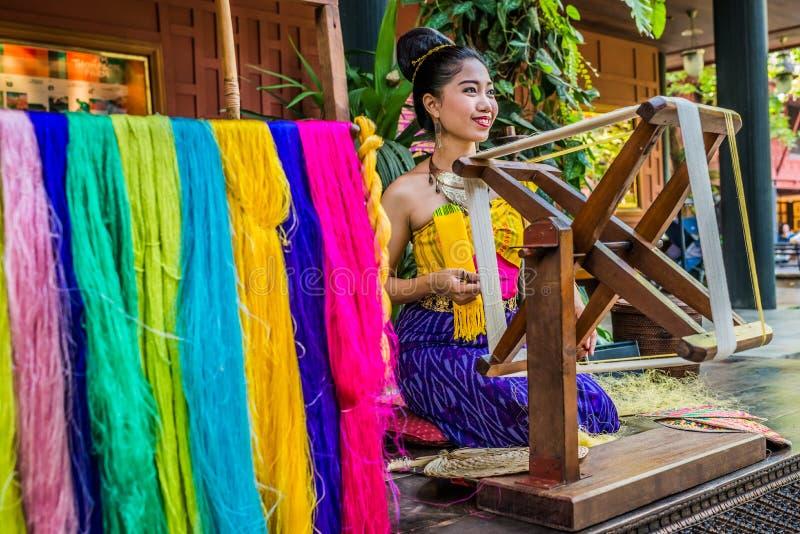 一妇女绢丝吉姆汤普森议院博物馆曼谷thaila 库存照片