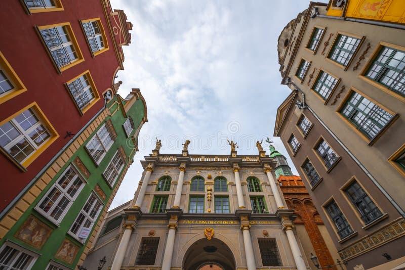 一定数量的独特地色的和被恢复的大厦前面的波兰格但斯克9月13日2018视图从20世纪20年代的,站立 免版税库存照片
