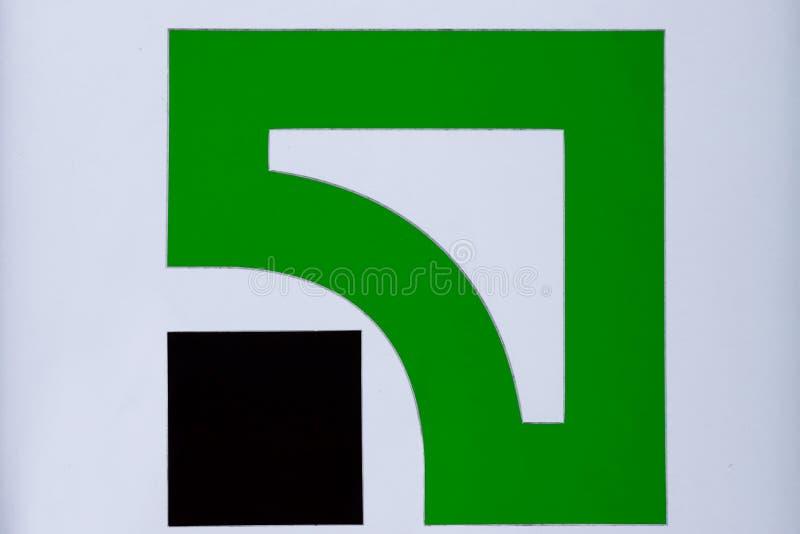 一家大乌克兰Privat银行的绿色和黑商标 在财政企业分支的Privatbank牌在第聂伯罗彼得罗夫斯克 免版税图库摄影