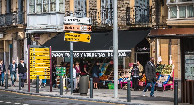 一家小街市商店的门面伊伦的,西班牙 库存照片