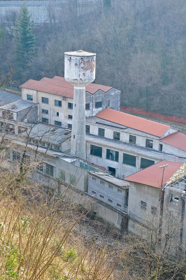 一家被放弃的工厂的看法 库存照片