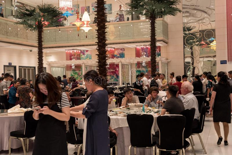 一家餐馆的采访在武汉市 图库摄影