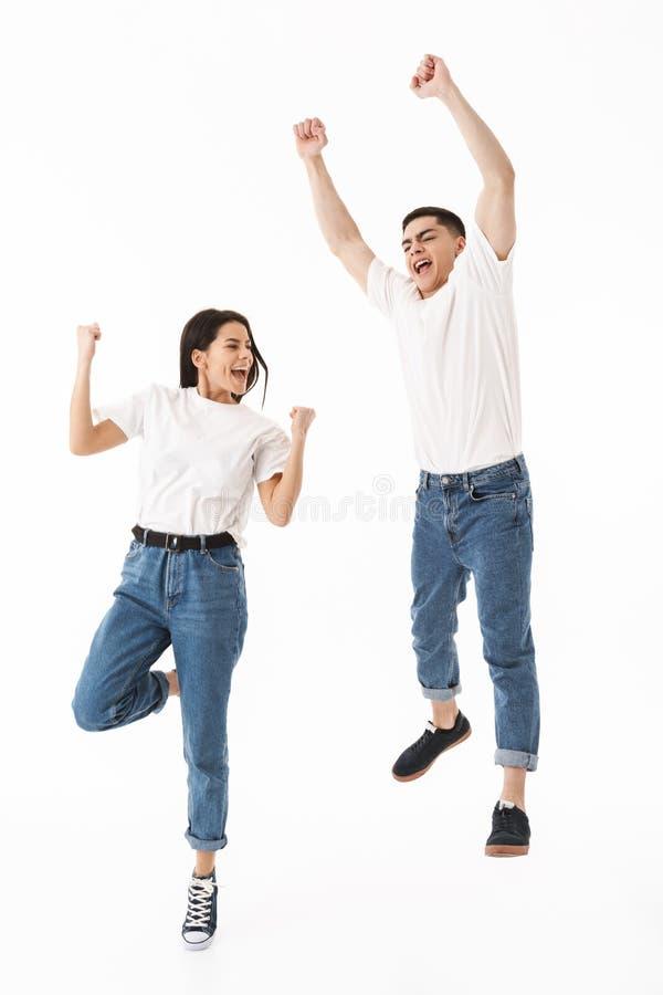 一对年轻有吸引力的夫妇的全长画象 免版税库存图片