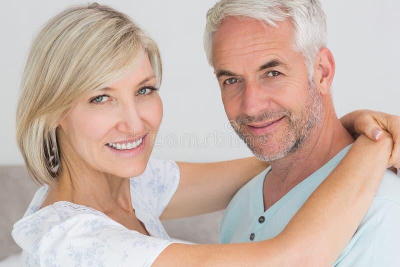 一对爱恋的成熟夫妇的画象 库存图片