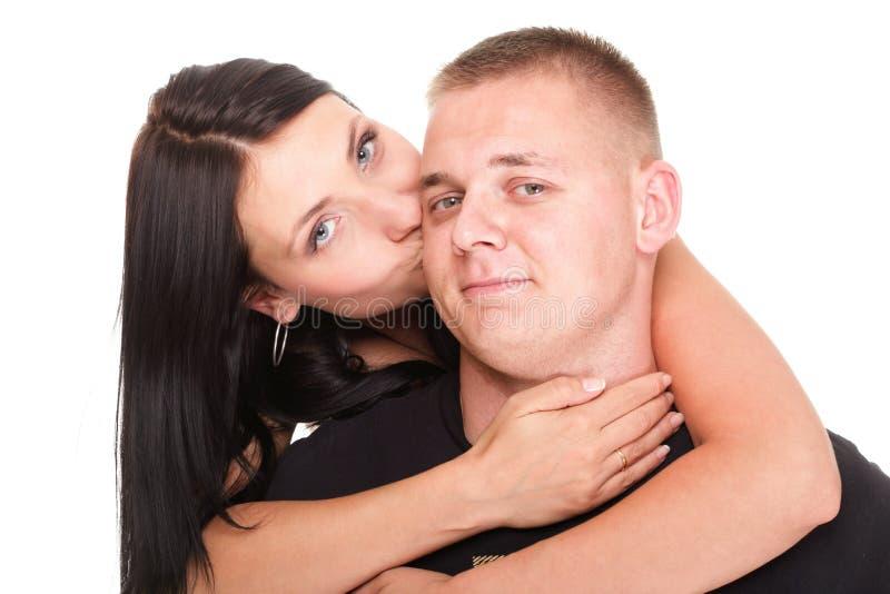 一对美好的年轻愉快的微笑的夫妇的画象 免版税图库摄影