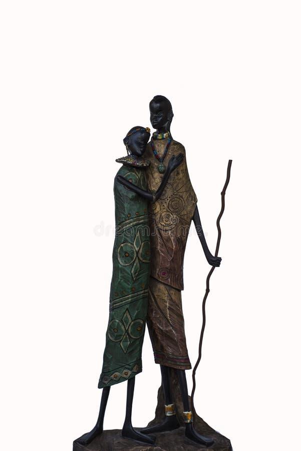 一对黑夫妇的小雕象在爱部落的 免版税库存图片