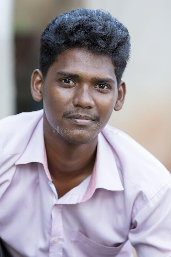 一年轻印地安男性微笑的画象 免版税库存图片