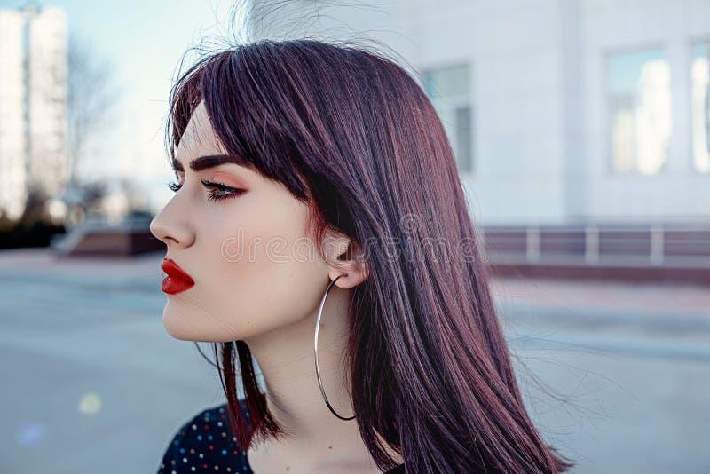 一年轻美女的画象有美好的构成的在外形 修饰保留皮肤纹理 库存图片