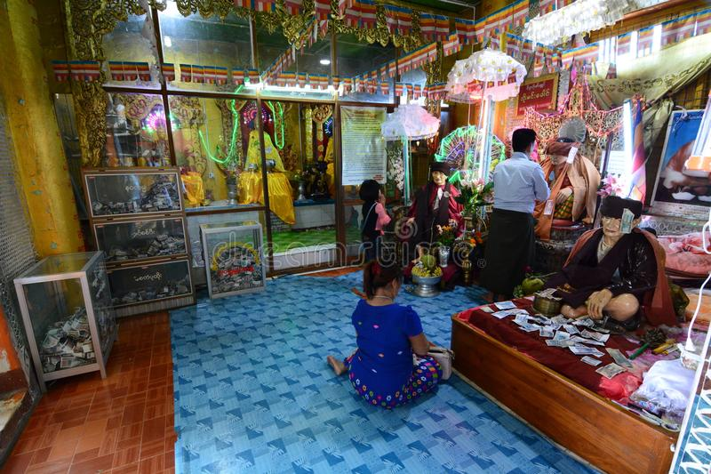一座内在寺庙在修道院里 塔翁Kalat 登上Popa 曼德勒地区 缅甸 库存图片