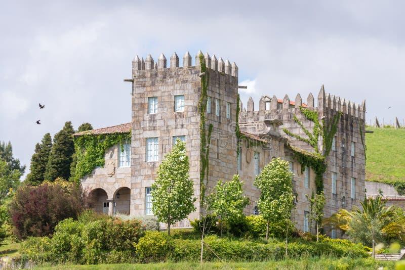 以一座古老城堡的形式议院 免版税库存图片
