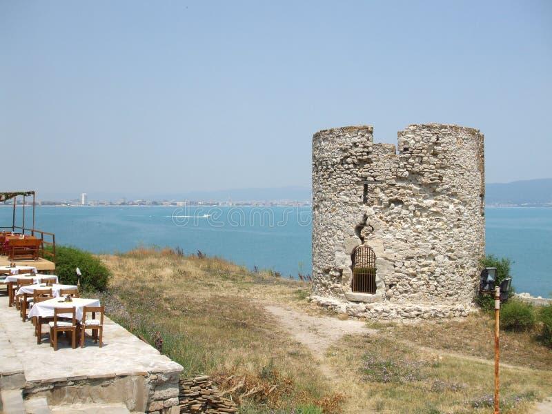 一座古老灯塔的遗骸 Nessebar半岛的海岸  建造者 库存图片
