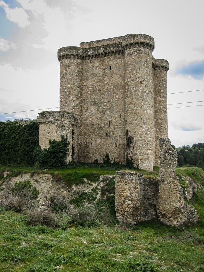 一座城堡的废墟在Sesena,卡斯蒂利亚la Mancha,西班牙 库存照片