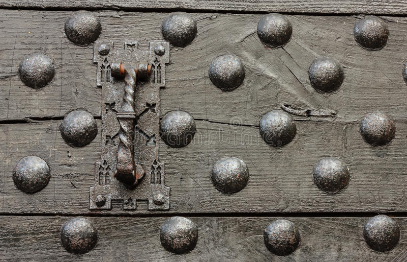 一座城堡的门的特殊性与它的拍板的 库存照片