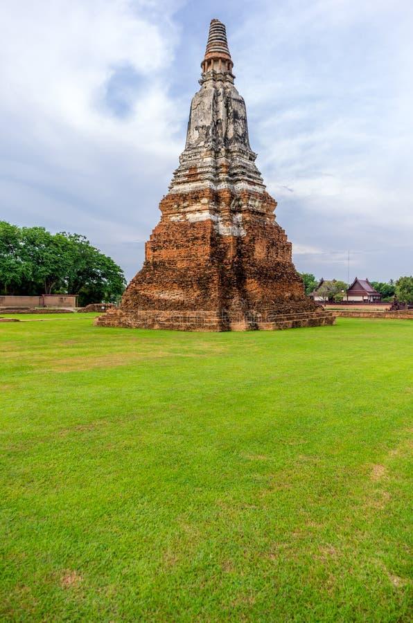 一座塔在Wat Chaiwatthanaram在市阿尤特拉利夫雷斯, Thaila 图库摄影