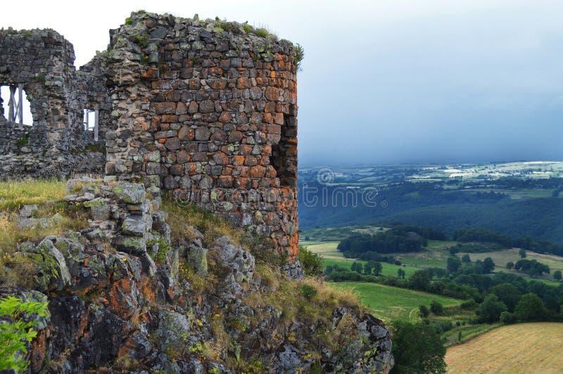 一座封建城堡的废墟 免版税库存图片