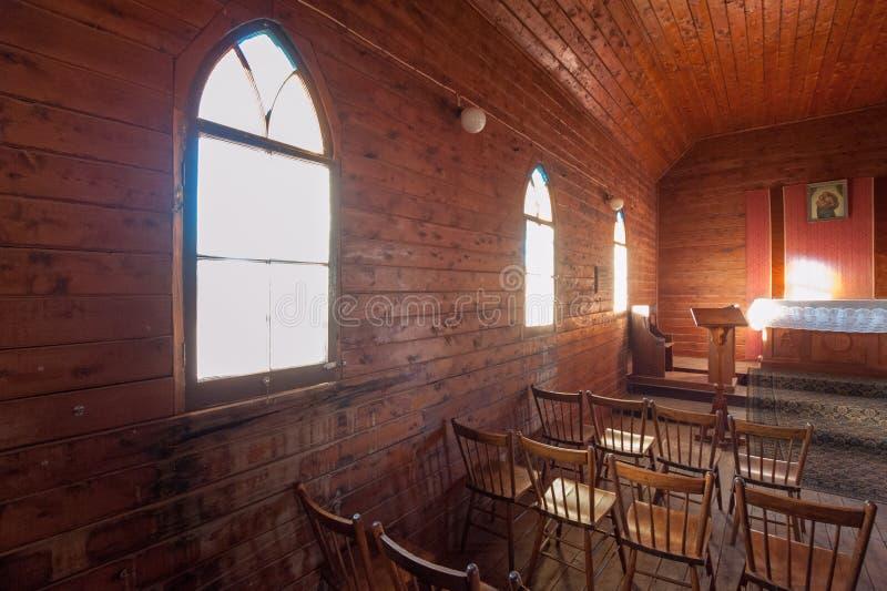 一座小英国国教的教堂的内部在康波拉镇  库存图片