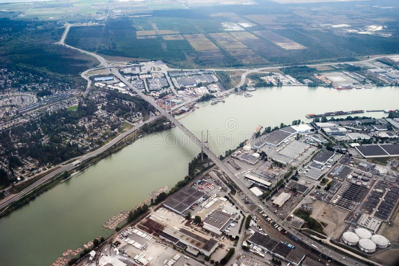 一座桥梁的鸟瞰图在温哥华,不列颠哥伦比亚省附近的 免版税图库摄影