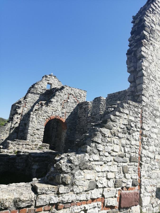 一座老城堡的废墟在匈牙利 免版税图库摄影