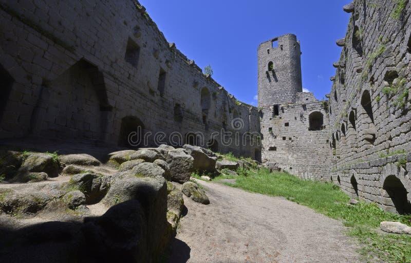 一座老城堡的废墟 免版税库存图片