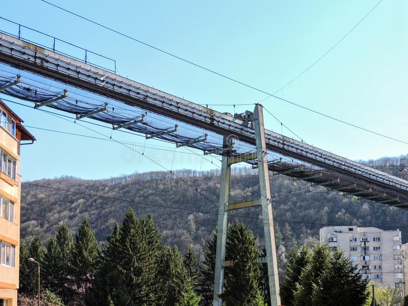 一座被放弃的工业运输桥梁在Resita,罗马尼亚 免版税库存照片