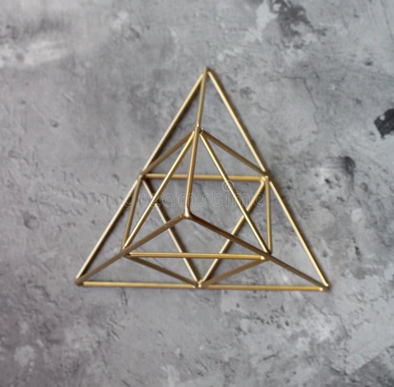 一座金黄金字塔 免版税库存照片