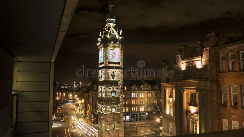 一座高钟楼的美丽的射击在晚上在格拉斯哥 库存图片
