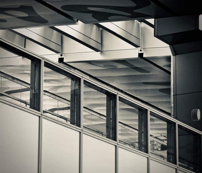 一张现代大厦照片的典雅的室内设计 免版税库存照片